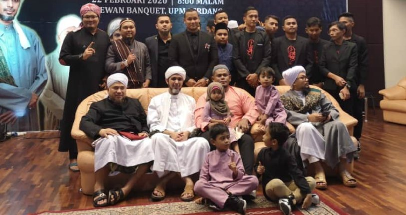 Cik ton 39 tinggalkan budaya samseng demi agama 39 for Mohd shop